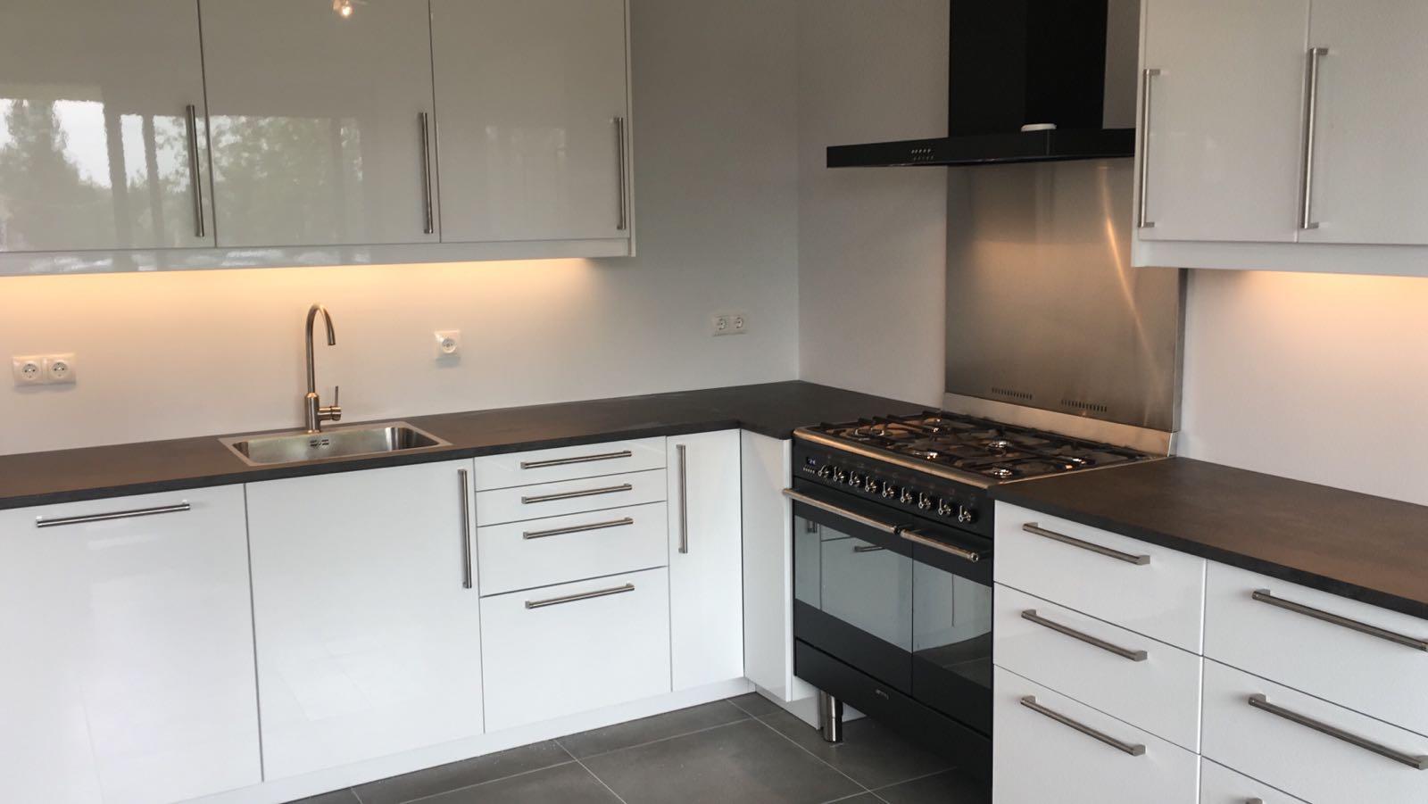 Ikea keuken met smeg apparatuur monteren marco rietdijk for Keuken samenstellen ikea
